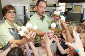 Tienduizenden ijsjes uitgedeeld bij Plaza 't Spotje