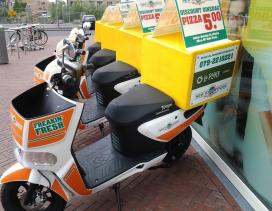 Gerechten La Place in de scooter van New York Pizza
