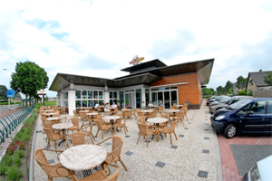 Cafetaria Top 100 nummer 18: Snacksalon Het Middelpunt, Wezep