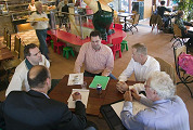 TOP-100 jury bezoekt cafetaria's