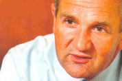 Oud-directeur McDonald's Nederland Van der Stoel overleden
