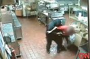 Video: KFC-hulp jaagt gewapende boef weg