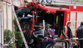 Brandweerauto rijdt broodjeszaak binnen