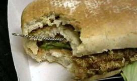Staalborstel in kipburger McDonald's