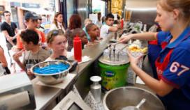 Tweeduizend gratis frietjes bij opening Bram Ladage