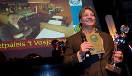 Dennis van der Geest gaat patat bakken bij 't Vosje