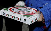 Pizzakoerier niet met geld over straat