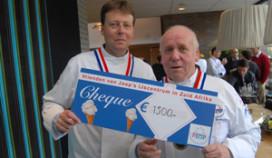 Cheque voor scheidend IJstop-voorzitter Joep Biemans