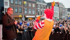Publiek  en Ronald McDonald dansen €10.000 bij elkaar
