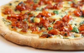 Amerikaans bedrijf bakt pizza tijdens het bezorgen