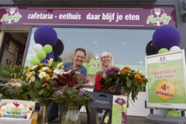 Top 100-cafetaria doneert saus aan Voedselbank