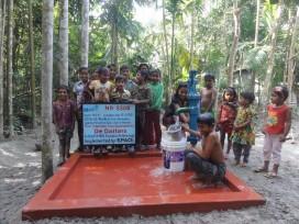 Cafetaria schenkt waterput aan Bangladesh