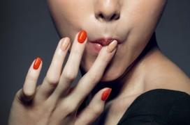 KFC presenteert nagellak met kipsmaak
