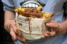Frietboutique verleidt met frietje chocoladesaus