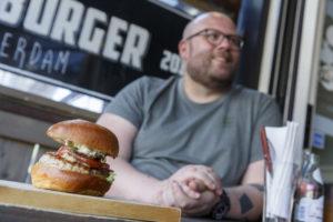 Bijzondere hamburgeractie van Diego Buik