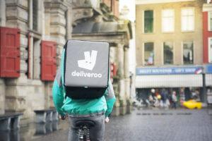 Deliveroo en Shell starten proef met bezorgen snacks uit Shellshop