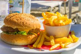 Verse friet moeilijk te vinden aan het strand
