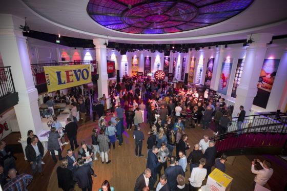 In de lobby hadden de sponsoren van de Cafetaria Top 100 allerlei leuke activiteiten georganiseerd. Foto: Koos Groenewold