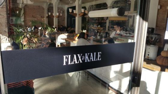 Flax & Kale, bij de universiteit van Barcelona, is een goed voorbeeld van de gezonde concepten die ook in Barcelona populair beginnen te worden.