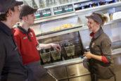 'Duurder tijdelijk werk levert geen vaste banen op, maar kost banen'