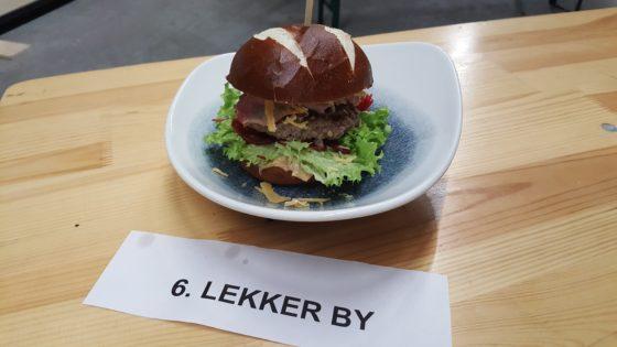 Vincent Kuik, Lekker by Amersfoort. rundvleesburger, Laugen dun broodje, grillsaus, gezoete wortel  gerookte Coburger ham en overjarige kaas.