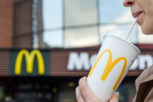 McDonald's neemt afscheid van plastic rietjes