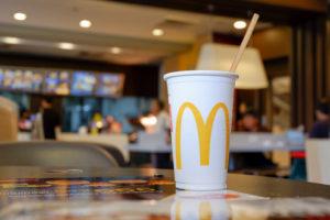 McDonald's draait pilot met kartonnen rietjes