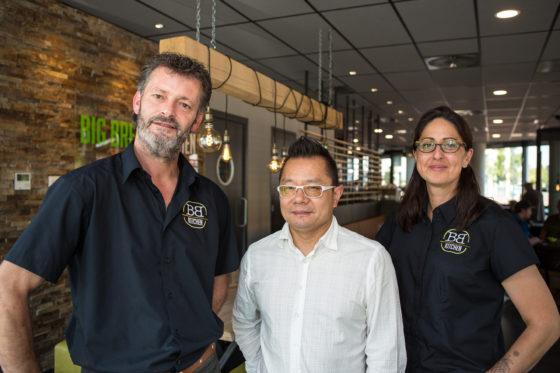 Vlnr: Patrick Melis, formule-eigenaar Sheng Chen en Bertilia Rodriguez. Foto: Peter Roek