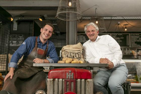 Guus Haans (links) en eigenaar Ton Verhoeven. Foto: Studio38C