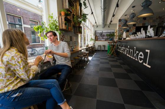 Portugese Tegels Groningen : Het plaatje klopt bij de frietwinkel in groningen
