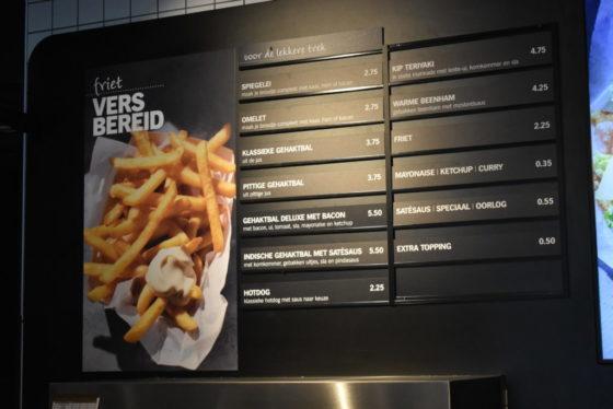 AH to go verkoopt vers bereide friet langs de snelweg A1 bij Ugchelen.