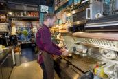 Over 6 jaar meer dan 100.000 mensen werkzaam in fastfood