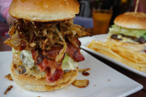 Foodtrends: krokodil op de grill en torenhoge hamburgers