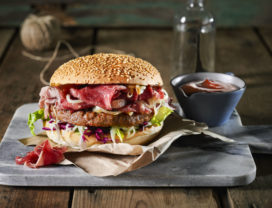 Snackproducenten presenteren samen 'The Deli Burger' tijdens Horecava