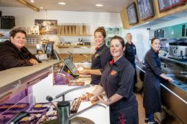 Zo gaan deze cafetaria's om met personeelstekort