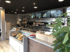 Cafetaria Lekkerrr heropend met nieuwe look en bakwand