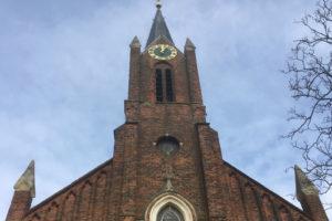 Ondernemers bouwen grote Family-vestiging in kerk