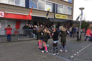 Robby's Snacks geeft 1500 zakken friet weg op carnavalsdinsdag