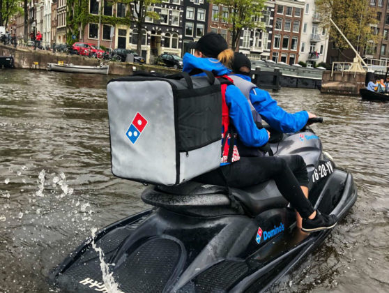 Domino's Pizza bezorgt per waterscooter