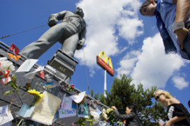 Standbeeld Michael Jackson weg bij McDonald's in Best