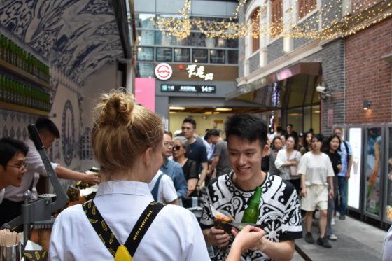Foto's: Royal Patat trekt veel bekijks in Shanghai