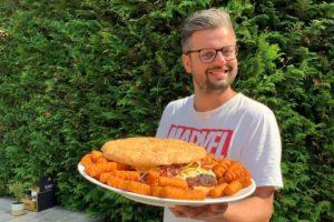 Restaurant heeft pizzaschep nodig voor kolossale hamburger