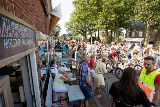 Complimenten voor Cafetaria Coen na wielerronde Westbroek