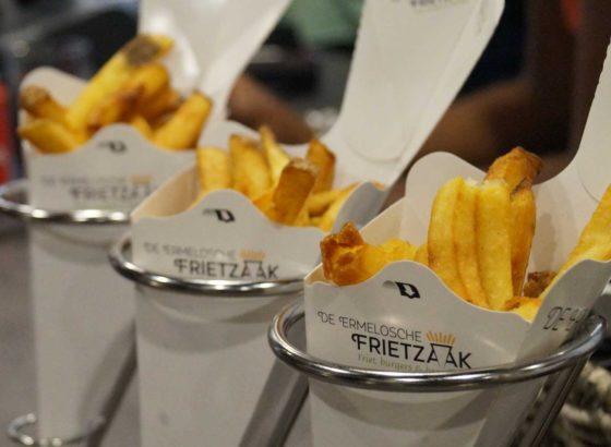 Gasten van de Ermelosche Frietzaak eten nu poke bowls bij de friet