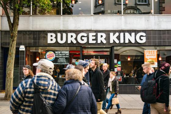 Burger King doet plastic speeltjes in de ban na petitie van twee zusjes