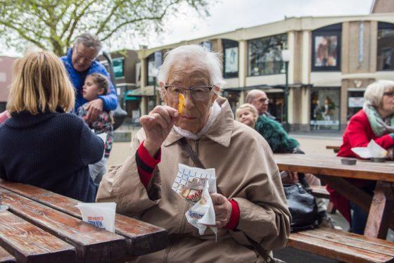 Bram Ladage verwent ouderen voor tweede jaar op rij met friet