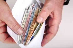 Ruim 900 euro opgehaald voor snackbar die al 7 keer is overvallen